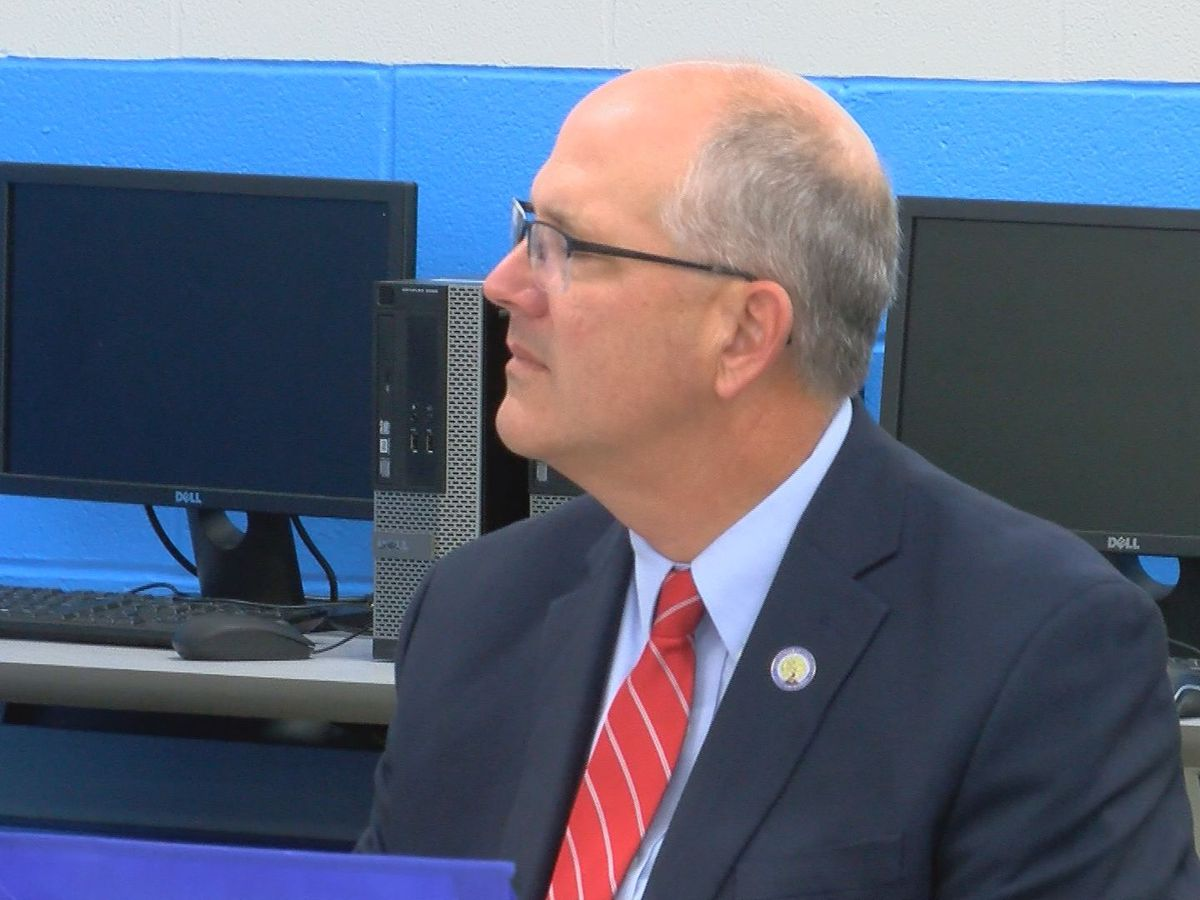 Federal education official visits Bullitt County