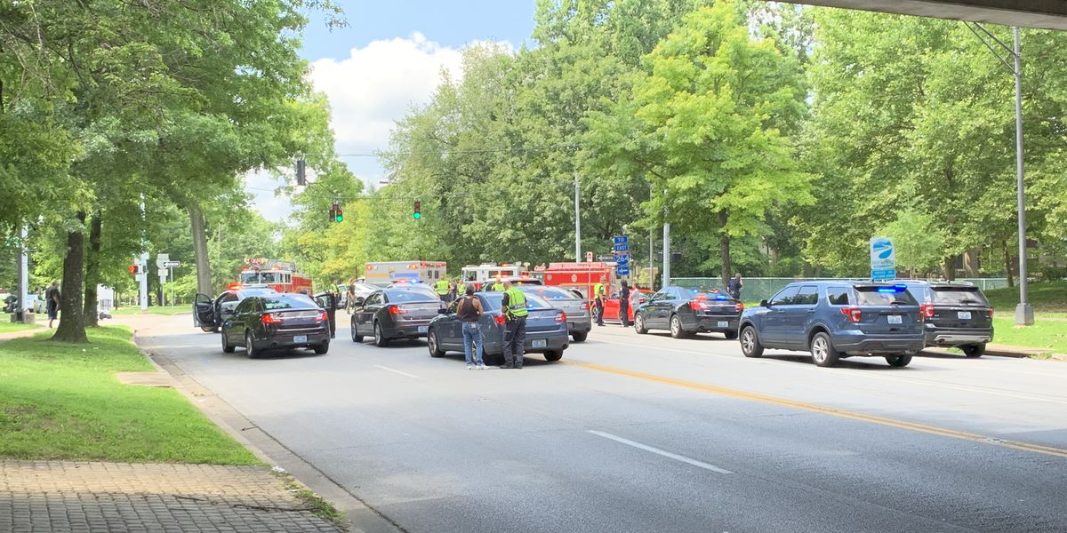 Officer, motorcyclist involved in crash in Beechmont neighborhood