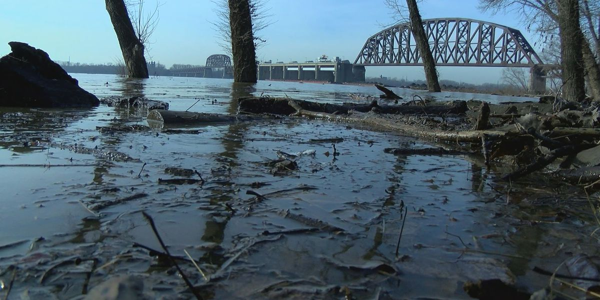 Additional barge sinks, larger problems lurk after Ohio River bridge crash