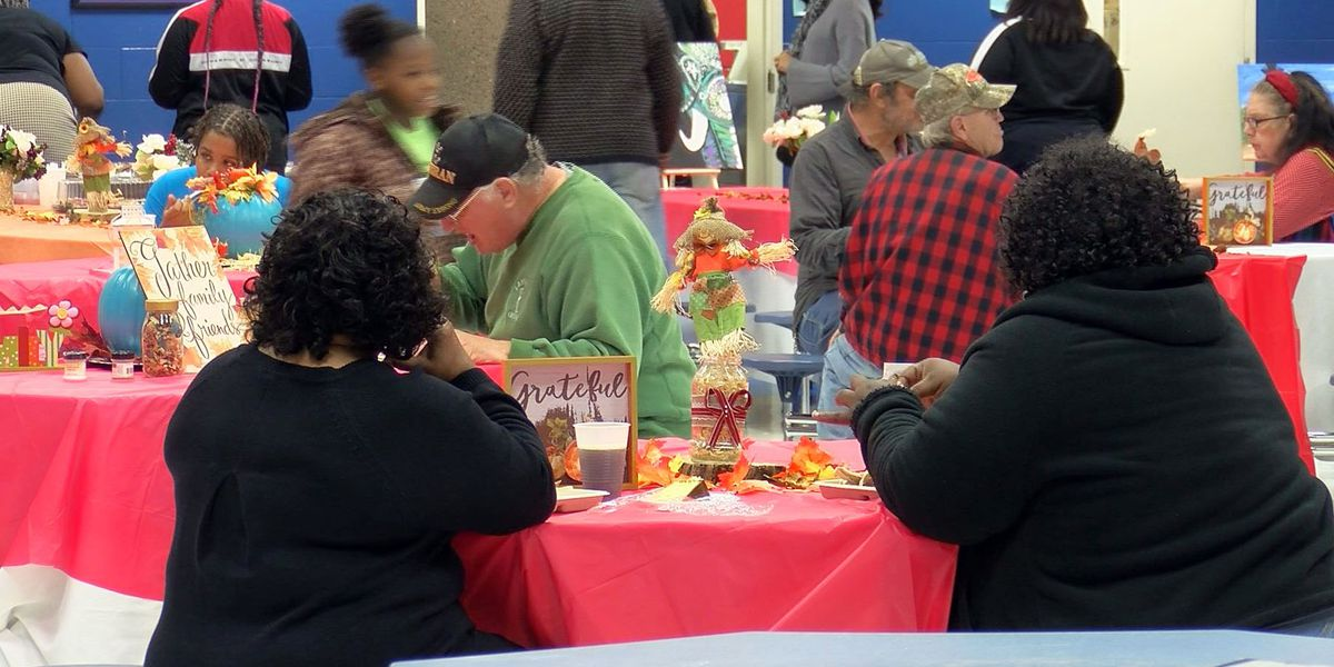 MOD Squad hosts community Thanksgiving dinner