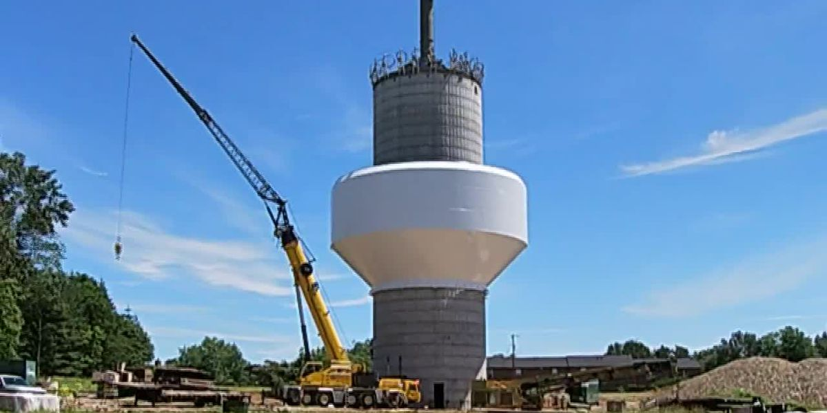 Tank raised on new water tank in New Albany