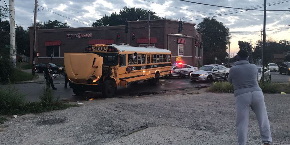 JCPS bus involved in crash, 4 students injured