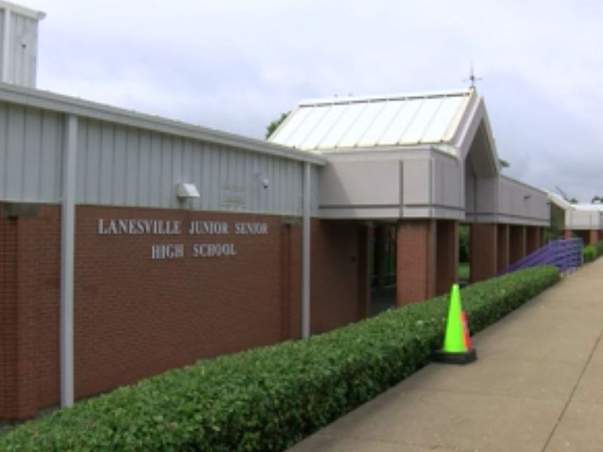 'An interesting start:' 4 Lanesville Jr.-Sr. High School students test positive for COVID-19