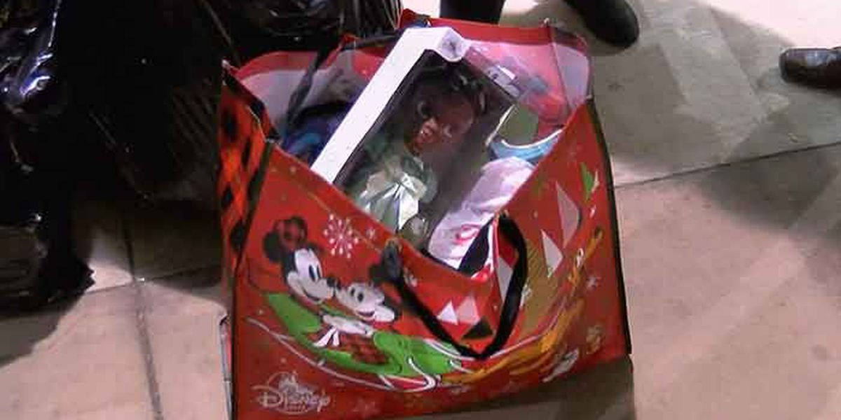 Cards fans make holiday season bright for Louisville kids