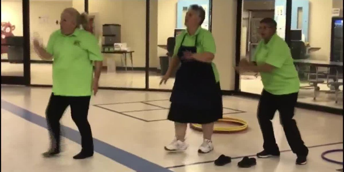 VIDEO: Cafeteria workers have impromptu dance party