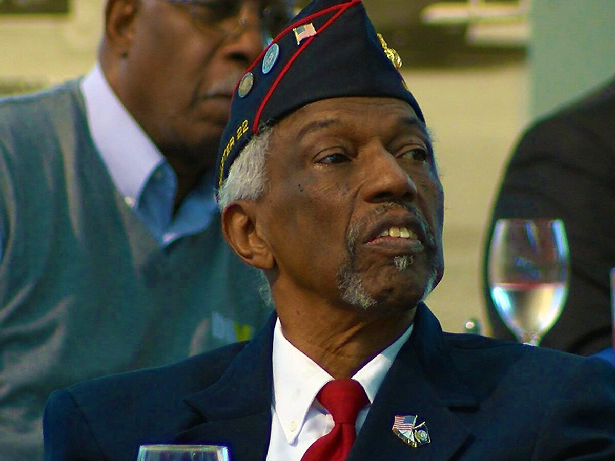 African American veterans talk out issues with Rep. John Yarmuth in Downtown Louisville