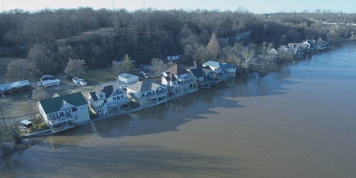 Southern Indiana homeowners along the Ohio River prep for potential flooding