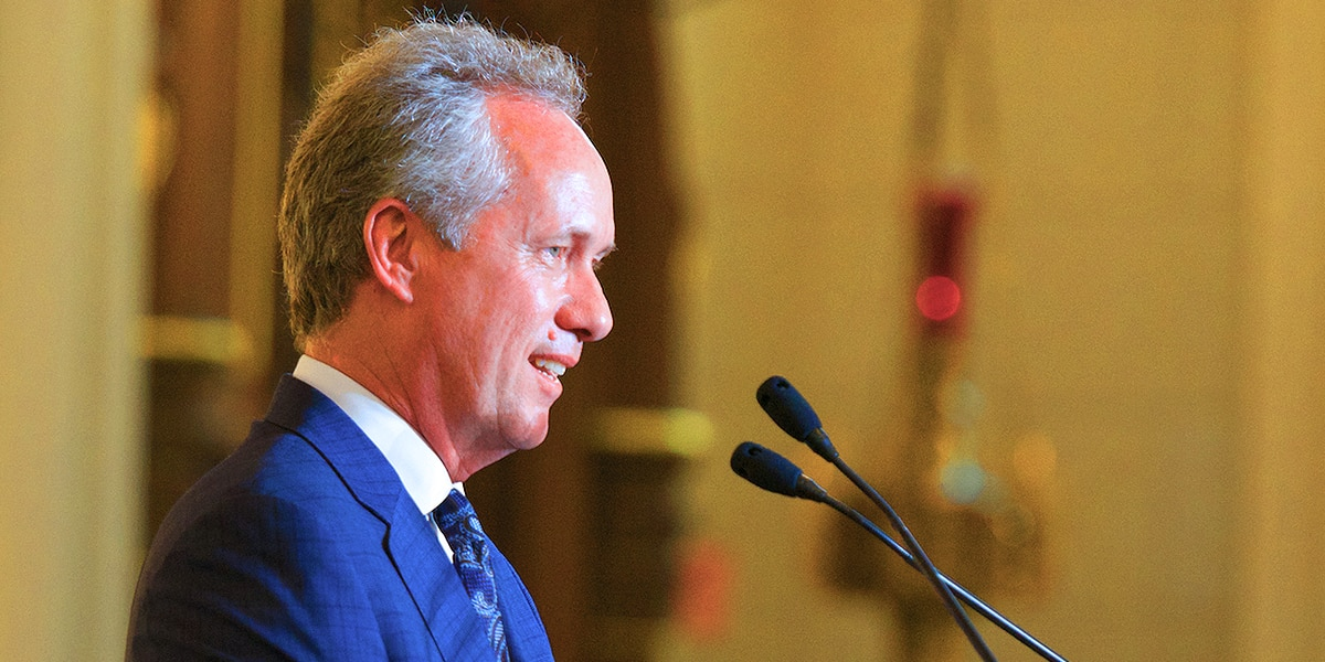 Fischer given list of ways to regain city's trust as some continue calls for his resignation