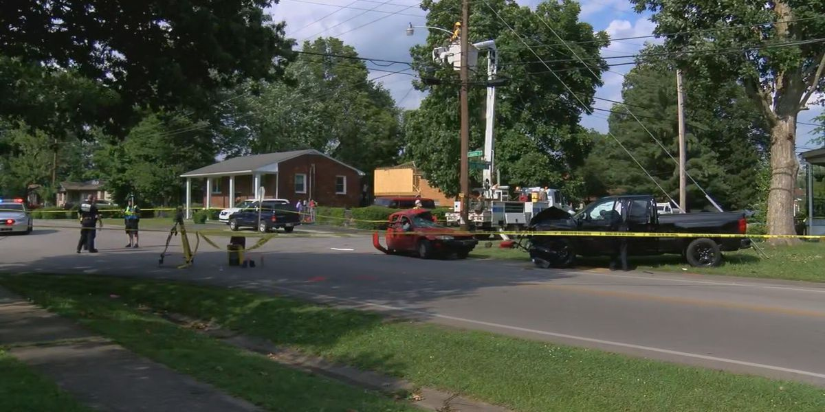 Person killed, 2 hurt in crash at Newburg intersection