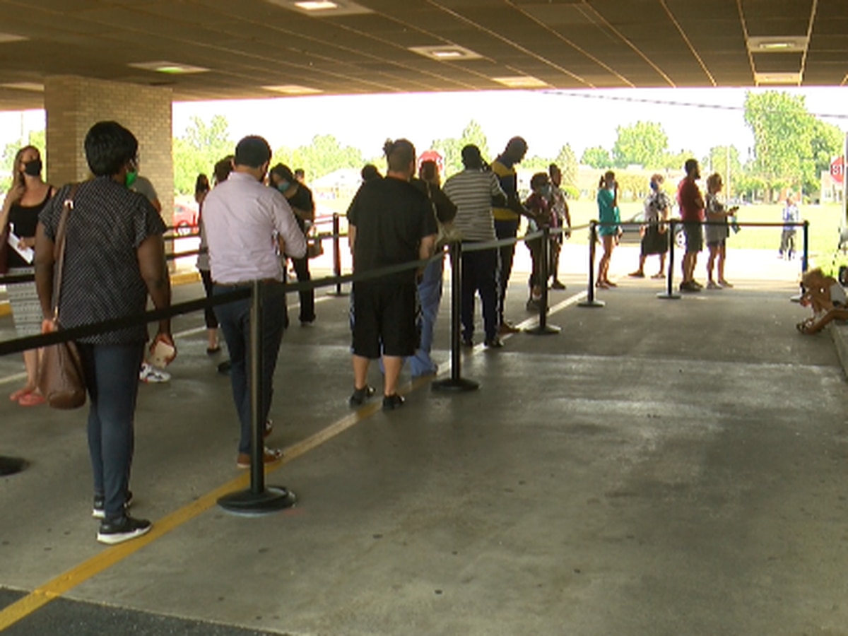 Long lines at Bowman Field as 90-day license extension order ends