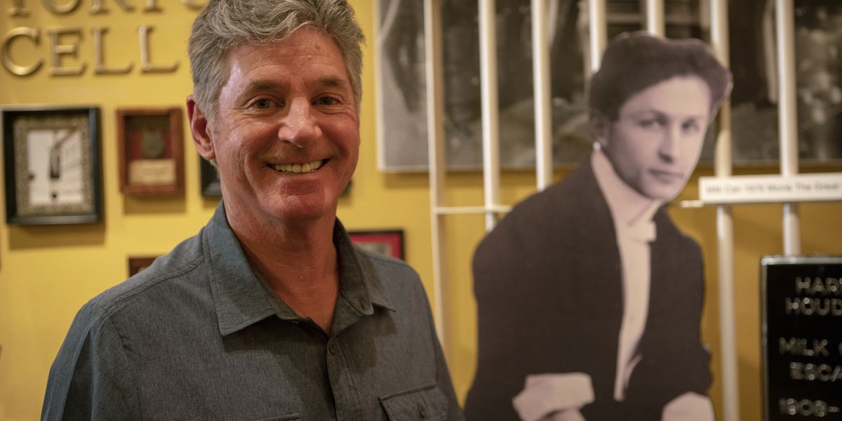 Arizona man finds magic moments in TV show on uncle Houdini