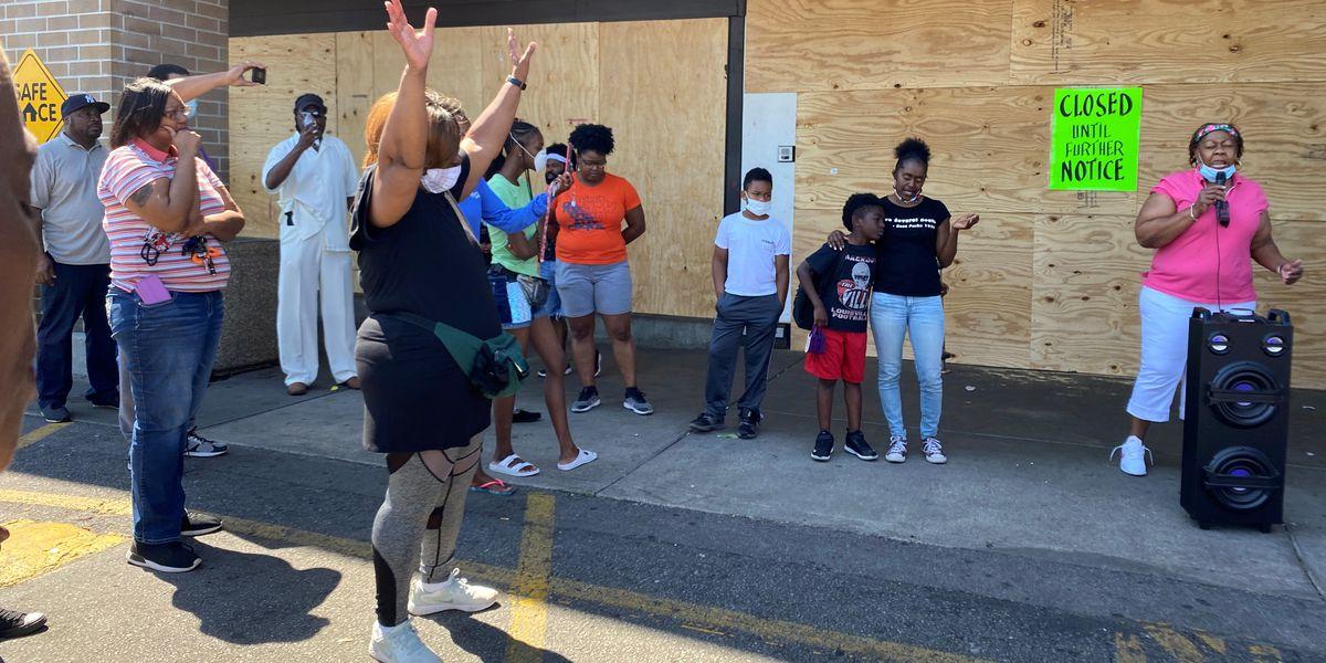 Community distraught over looting of Kroger in West Louisville food desert