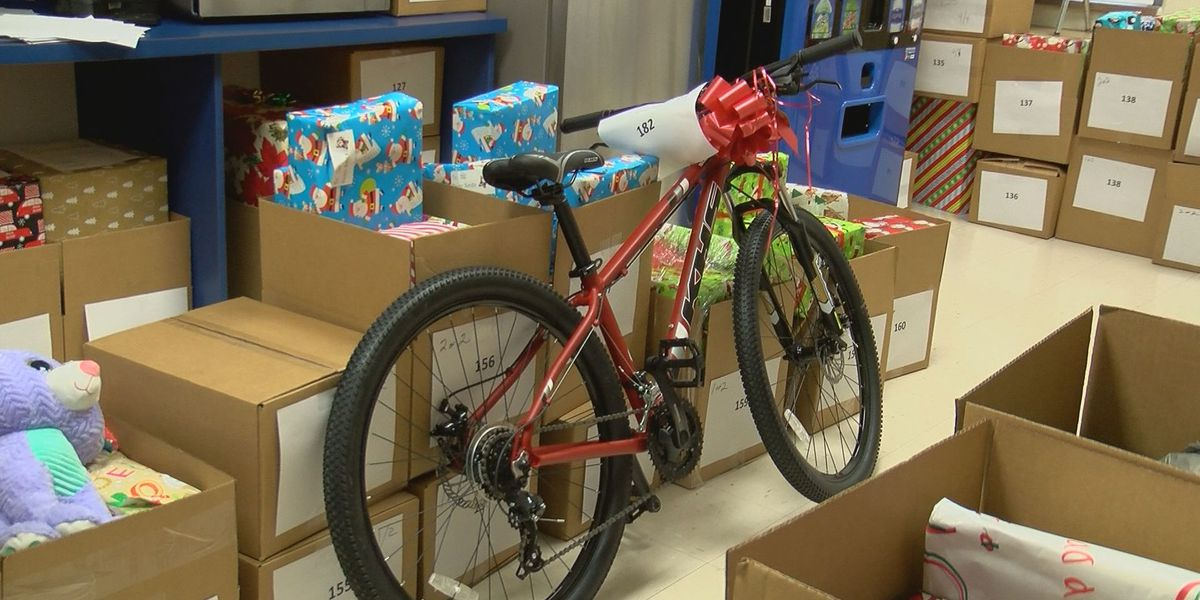More than 400 JCPS homeless families receiving gifts from community