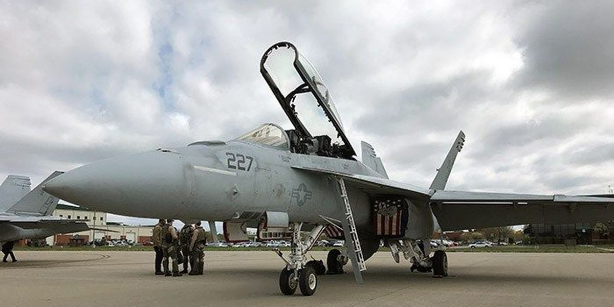 Thunder in the sky: Air Force, Navy teams arrive for air show