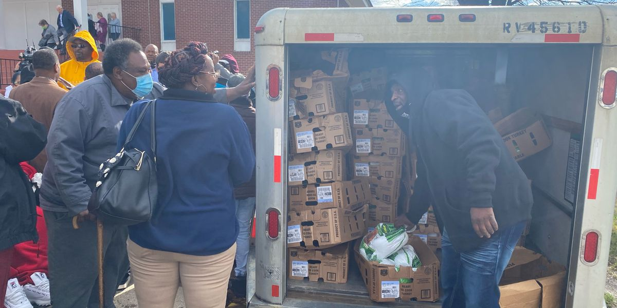 Hundreds of turkeys handed out to families fighting pandemic and homicide loss