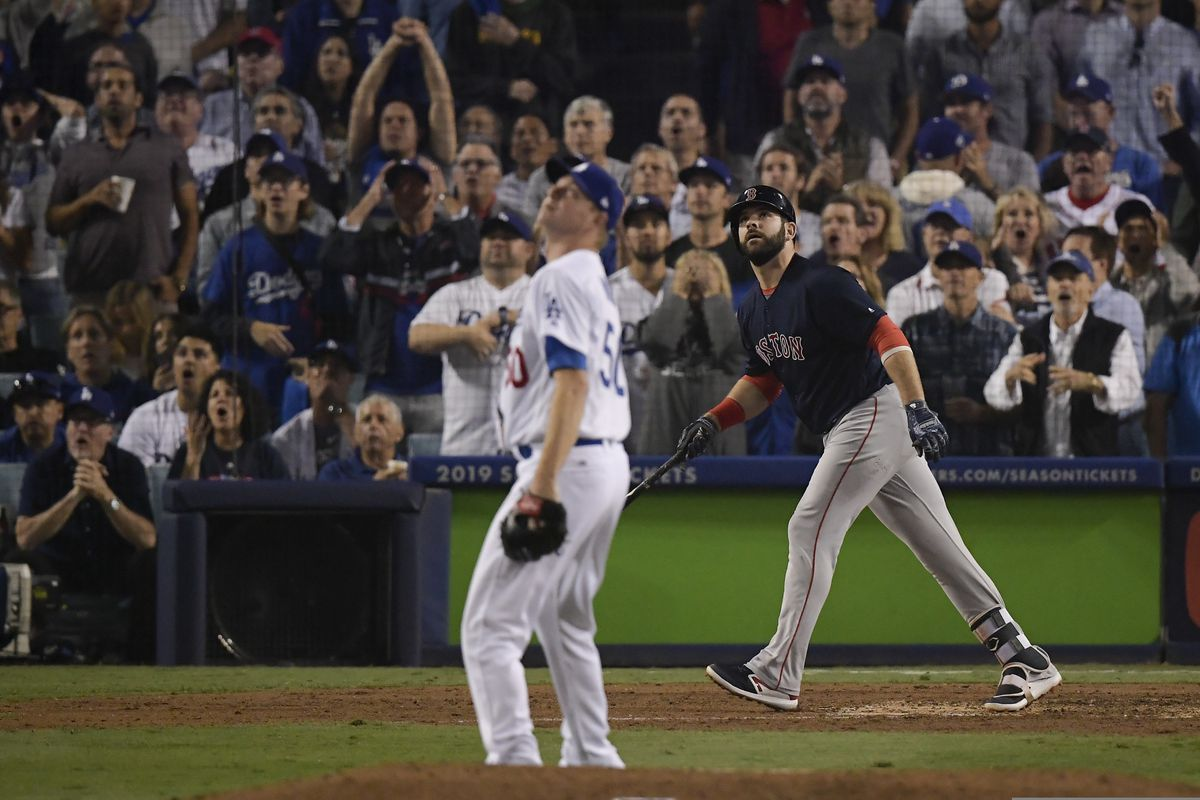 Dodgers' bullpen crumbles in 9-6 loss to Red Sox in Game 4