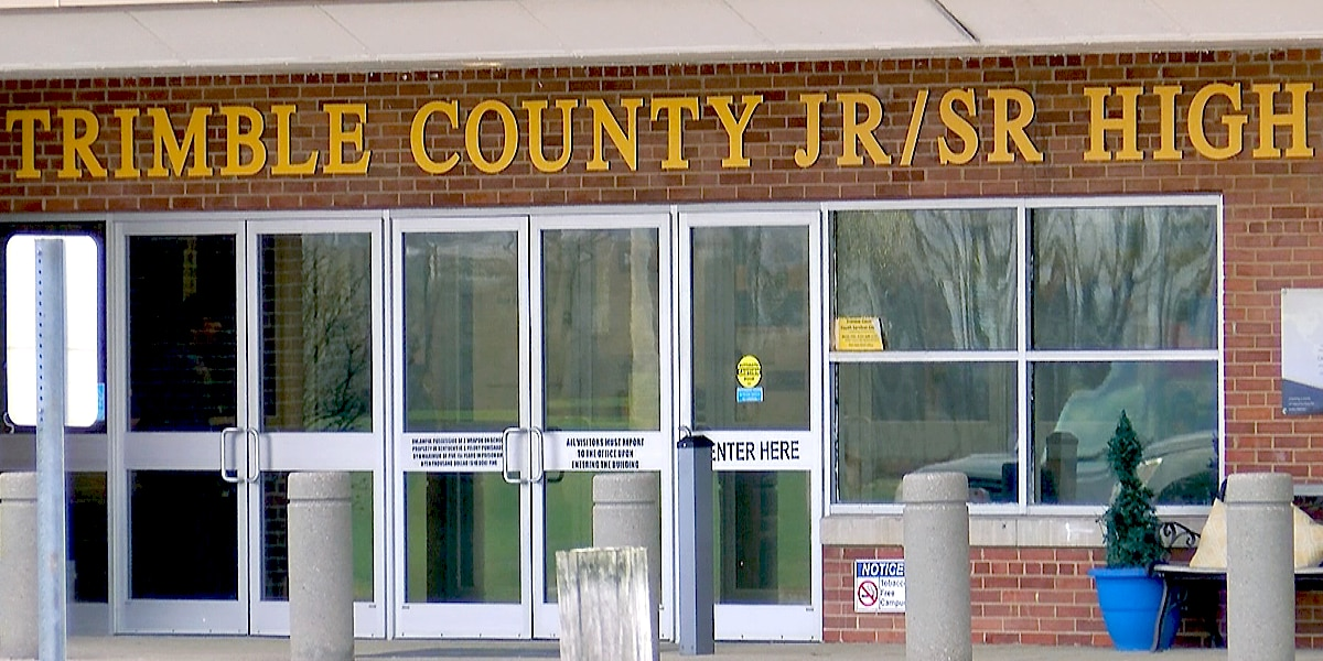 Investigator: Trimble County High School student, 17, told friends he was dating teacher while on school bus