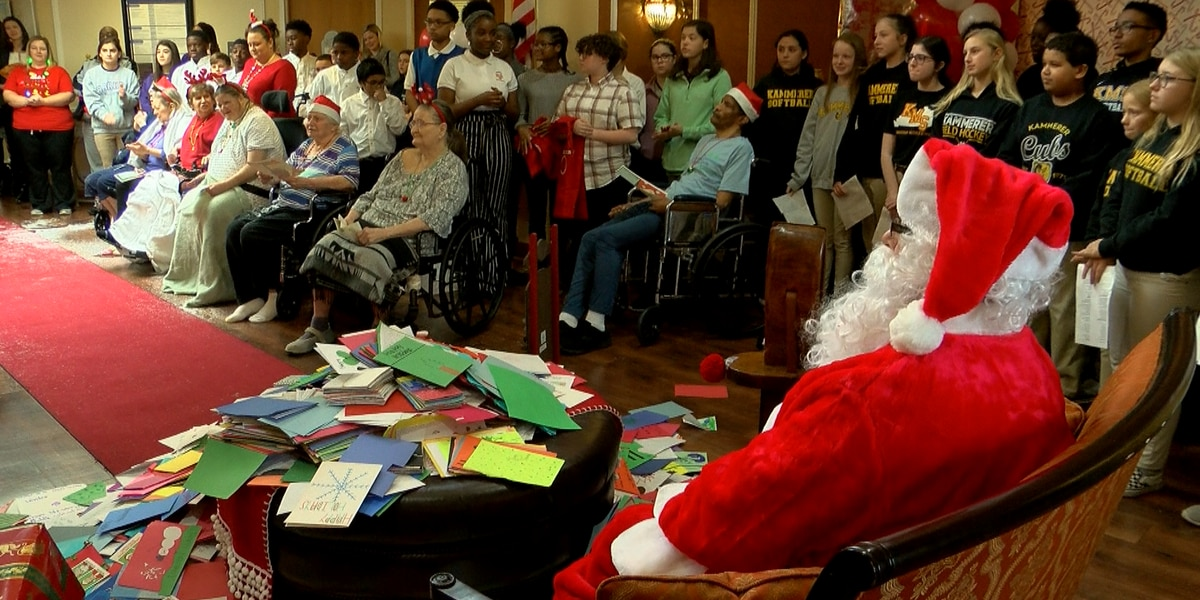 JCPS students deliver thousands of holiday cards to seniors