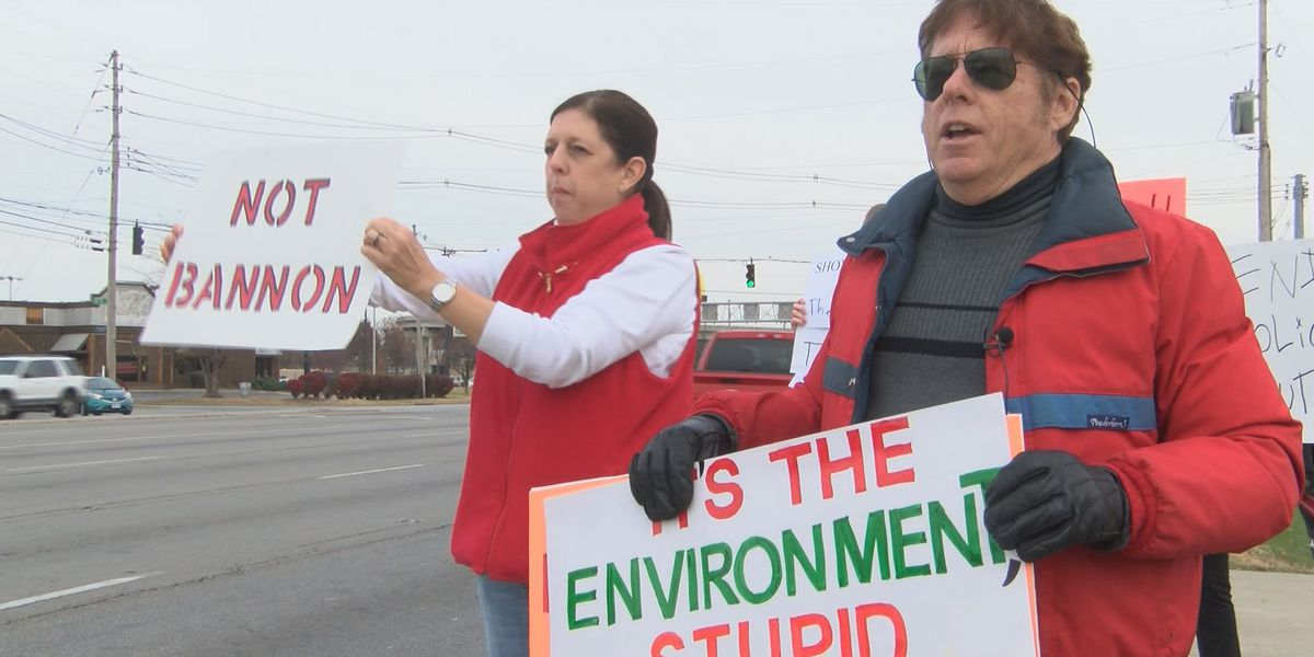 Activists hope to get attention of holiday shoppers