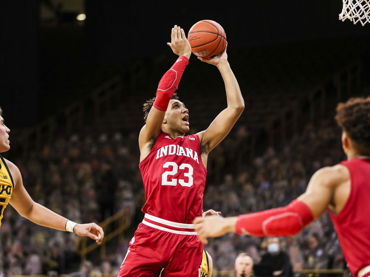 IU pulls off upset, wins 81-69 at #4 Iowa