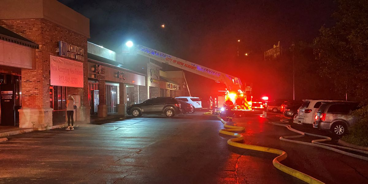 Crews extinguish fire at New Albany strip mall on State Street
