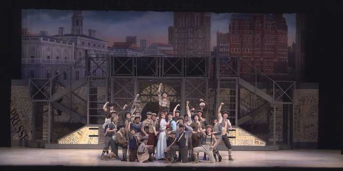 Students perform successful opening night of 'Newsies' despite fire