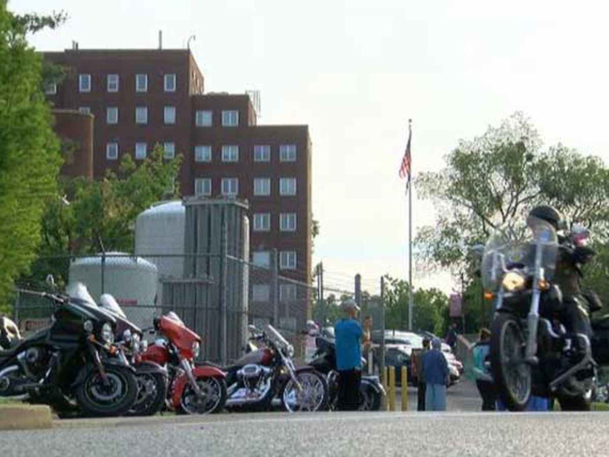 Bikers run for the wall to honor those who gave all