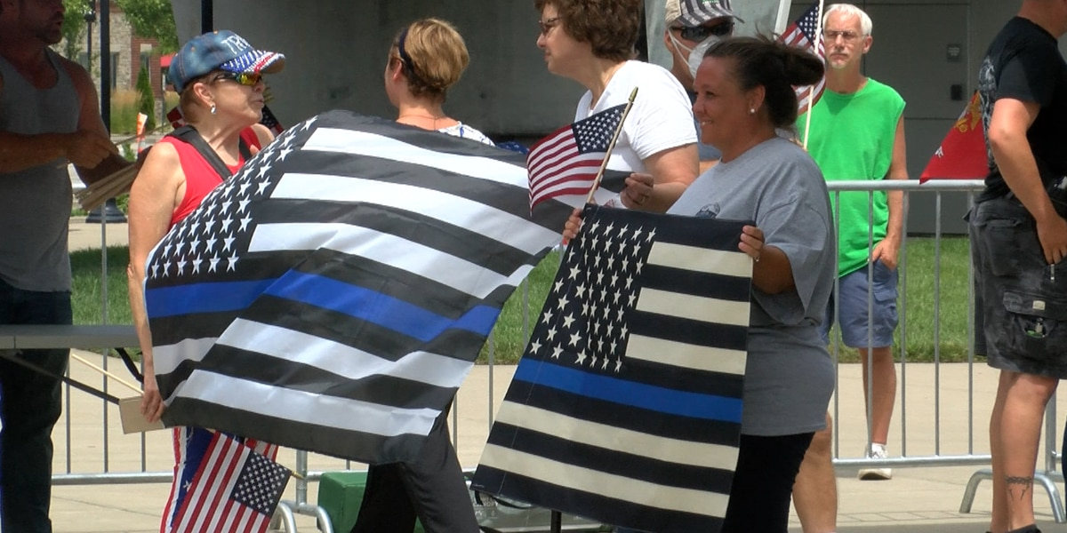 Back the Blue rally in Jeffersonville brings supporters of law enforcement