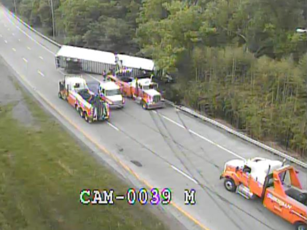 UPDATE: All lanes reopen on I-71 after tractor-trailer overturns near I-264