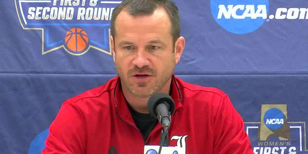 Walz returns, Cards cruise into Sweet Sixteen