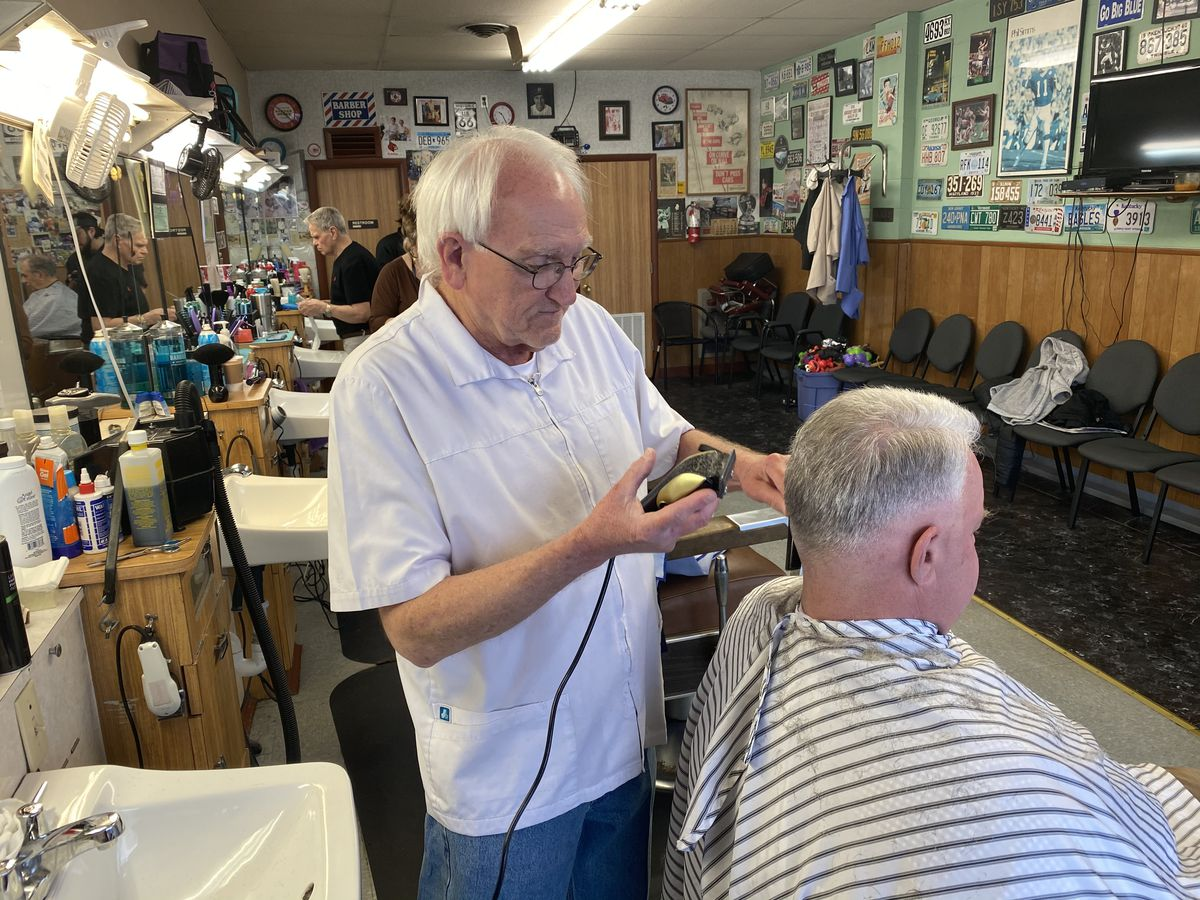 Customers line up for haircuts as Kentucky stylists are forced to