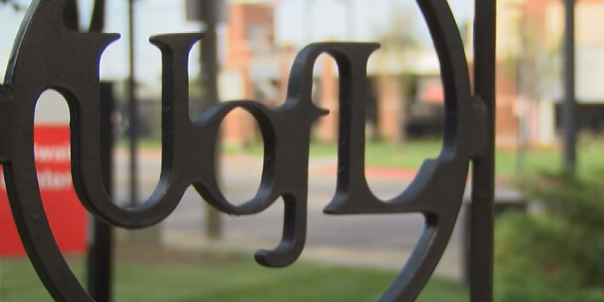 University to require $10.10 minimum wage in contracts