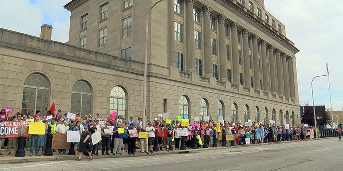 Louisville immigration advocacy groups rally outside ICE