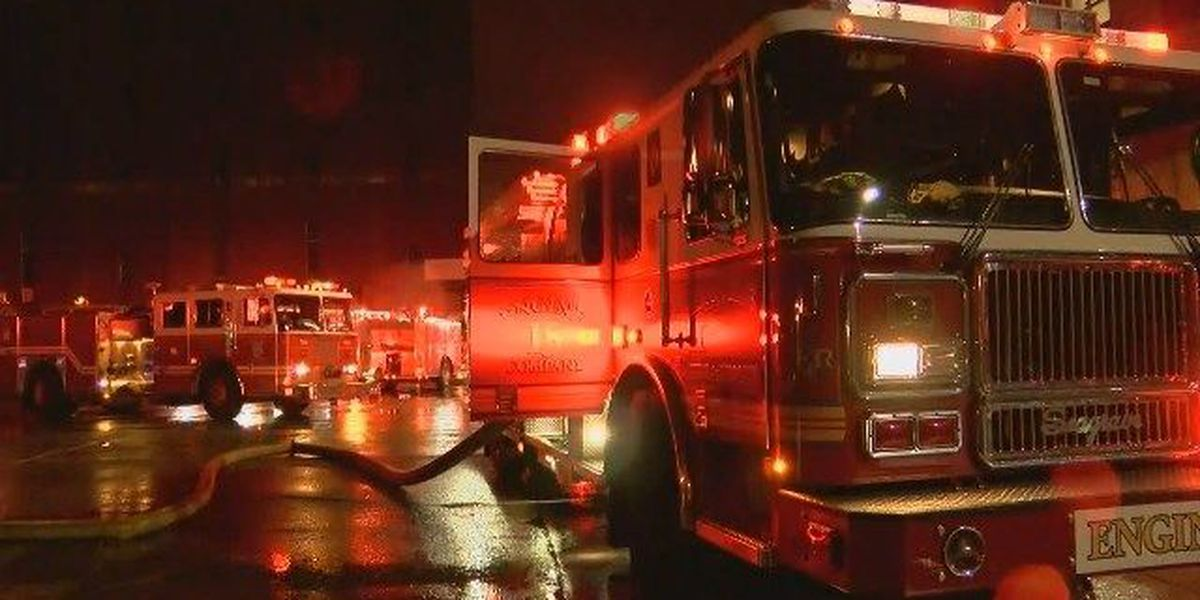 Fire hits building in Shively