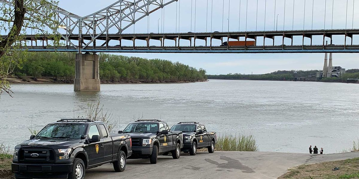 Officials find man's body in Ohio River near Silver Creek