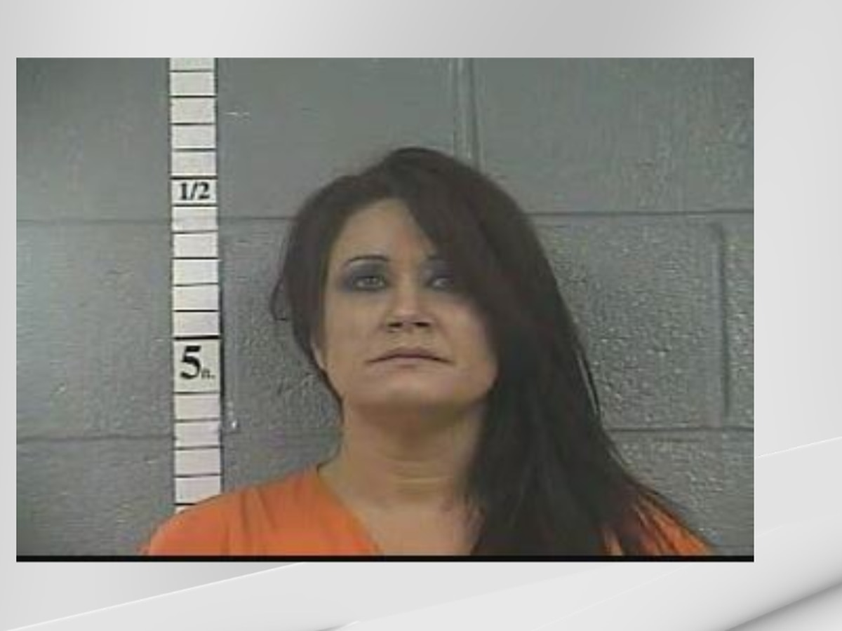 Deputies: Woman threatened to kill robbery victims