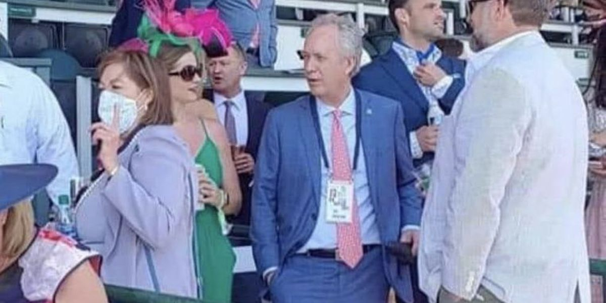 Derby guests, including Louisville mayor, ditch required masks at track