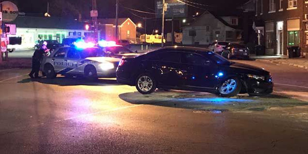 Police: Driver hurt crashing into LMPD cruiser
