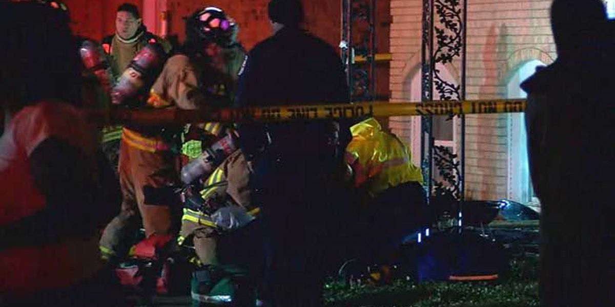 4 victims rescued from southwest Louisville apartment fire