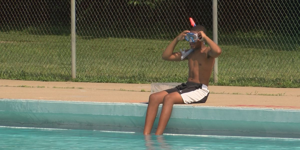 Final outdoor public pool open in Louisville